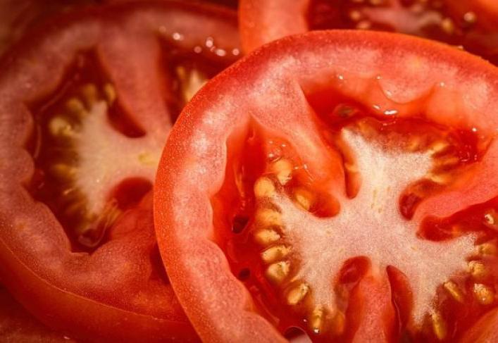 Anda Bekas Perokok? Perbaiki Kerusakan Paru-paru dengan Apel dan Tomat