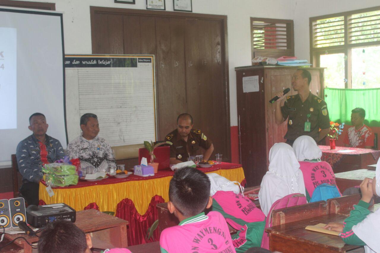 Jaksa Masuk Sekolah di Lambar Sosialisasi di SDN 3 Liwa