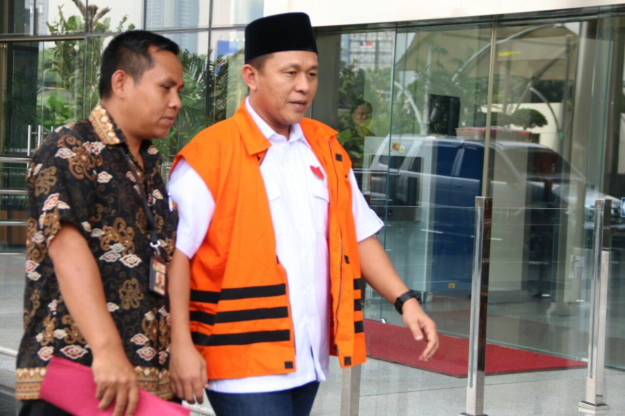 Jadi Saksi KPK, Pin Hati Merah Wujud Kebesaran Mustafa