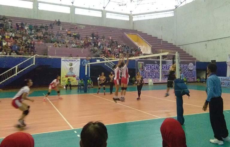 LAMPUNG POST | Final Voli Putri, Metro Unggul Sementara atas Bandar Lampung