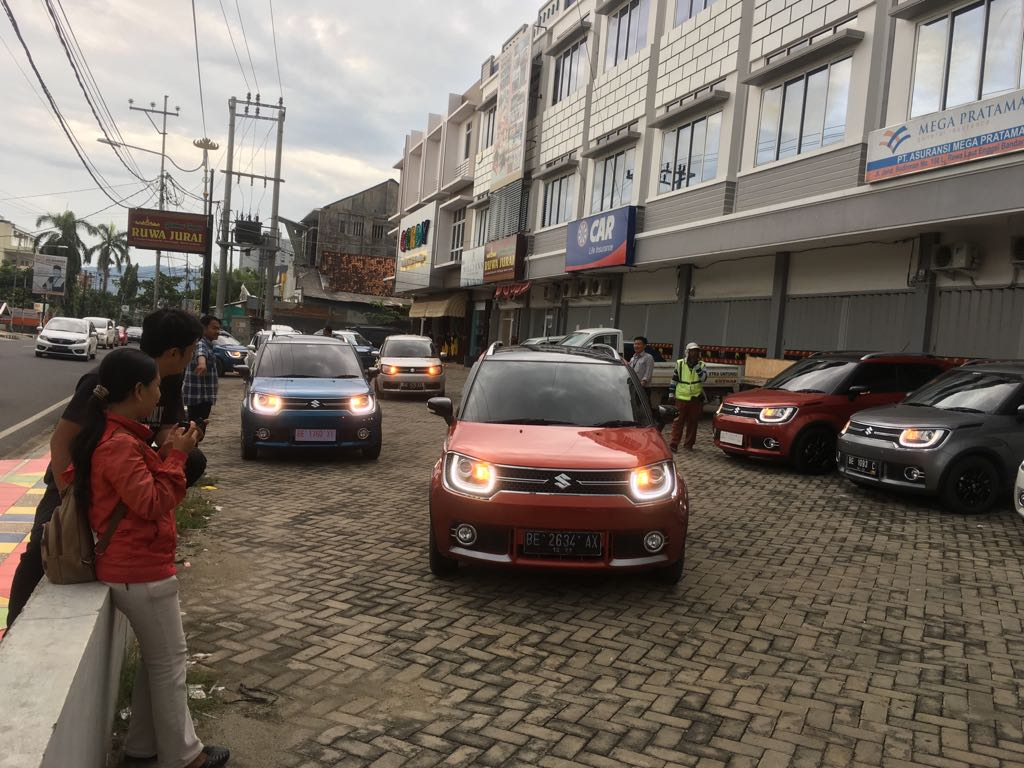 Gathering, Suzuki Ignis Ajak Konvoi Konsumen dengan 15 Mobil