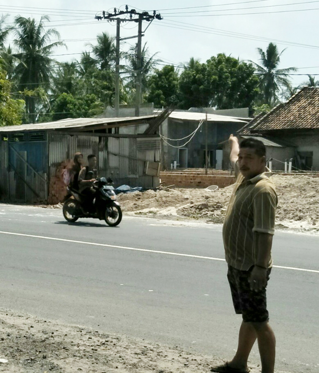 LAMPUNG POST | Puluhan Warga Protes Pemindahan Gardu Listrik di Ketapang