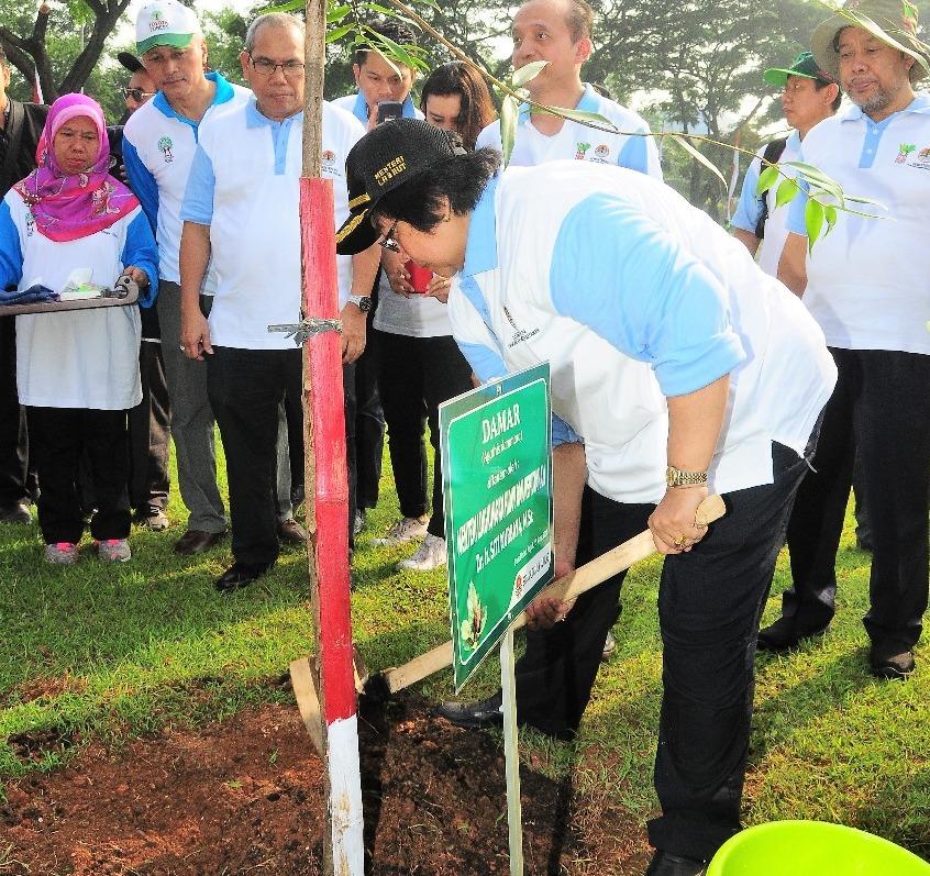LAMPUNG POST | Menteri Lingkungan Pimpin Penanaman Pohon di PIK Jakarta