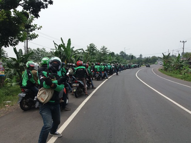 LAMPUNG POST | Perjuangkan Nasib, Ratusan Ojek Online Lampung ke Jakarta