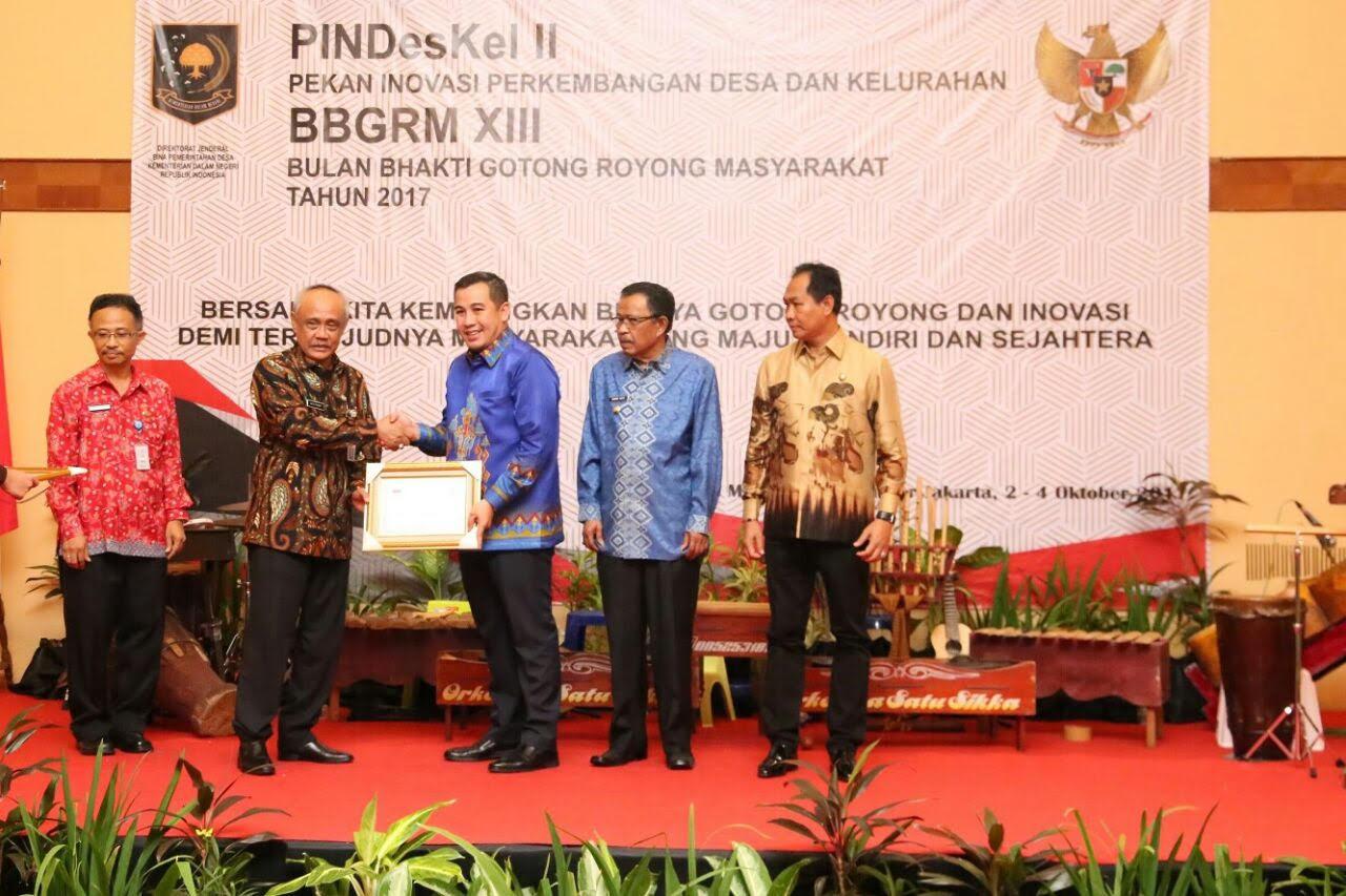 LAMPUNG POST | Bupati Pesawaran Sukses Raih Penghargaan Upakarya Wanua Nugraha