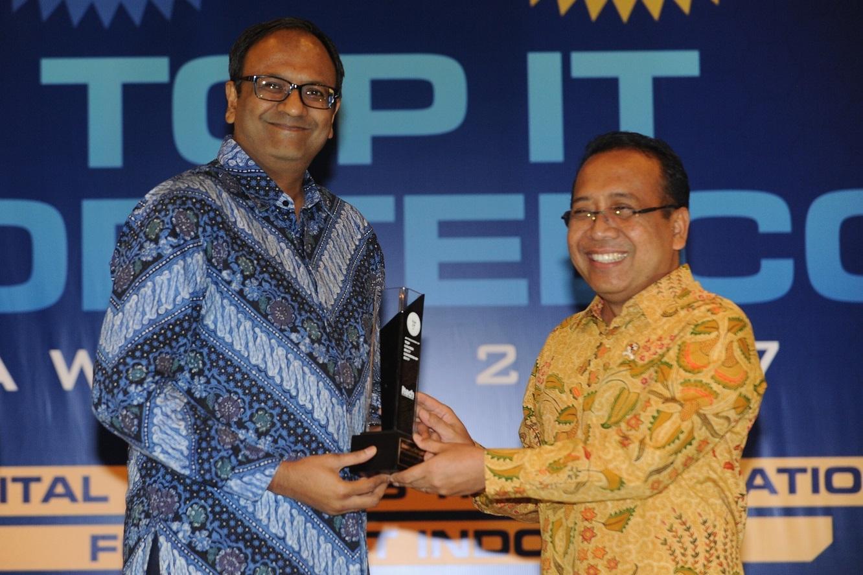 LAMPUNG POST | Tata Motors Raih Top IT Top Telco Award 2017