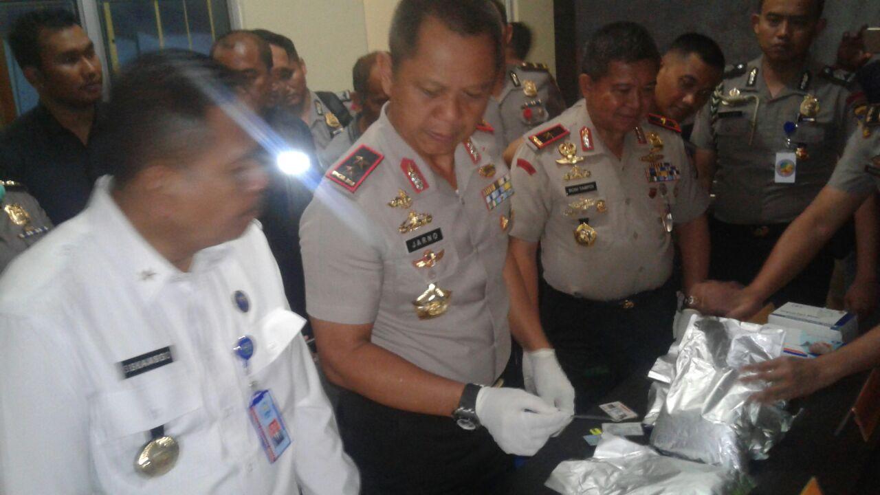 LAMPUNG POST | Polda Lampung Gagalkan Peredaran 7 Kg Sabu, Dua Tersangka Ditembak