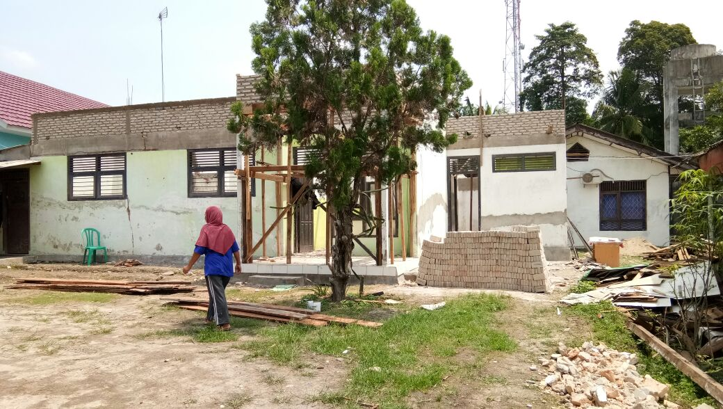 LAMPUNG POST | Proyek Rehabilitasi Rumah Dinas Dokter Puskesmas Palas Tak Transparan