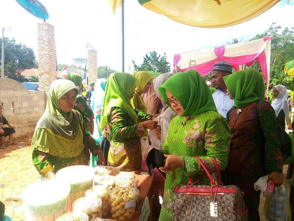 LAMPUNG POST | Muslimat NU Mesuji Timur Gelar Bazar