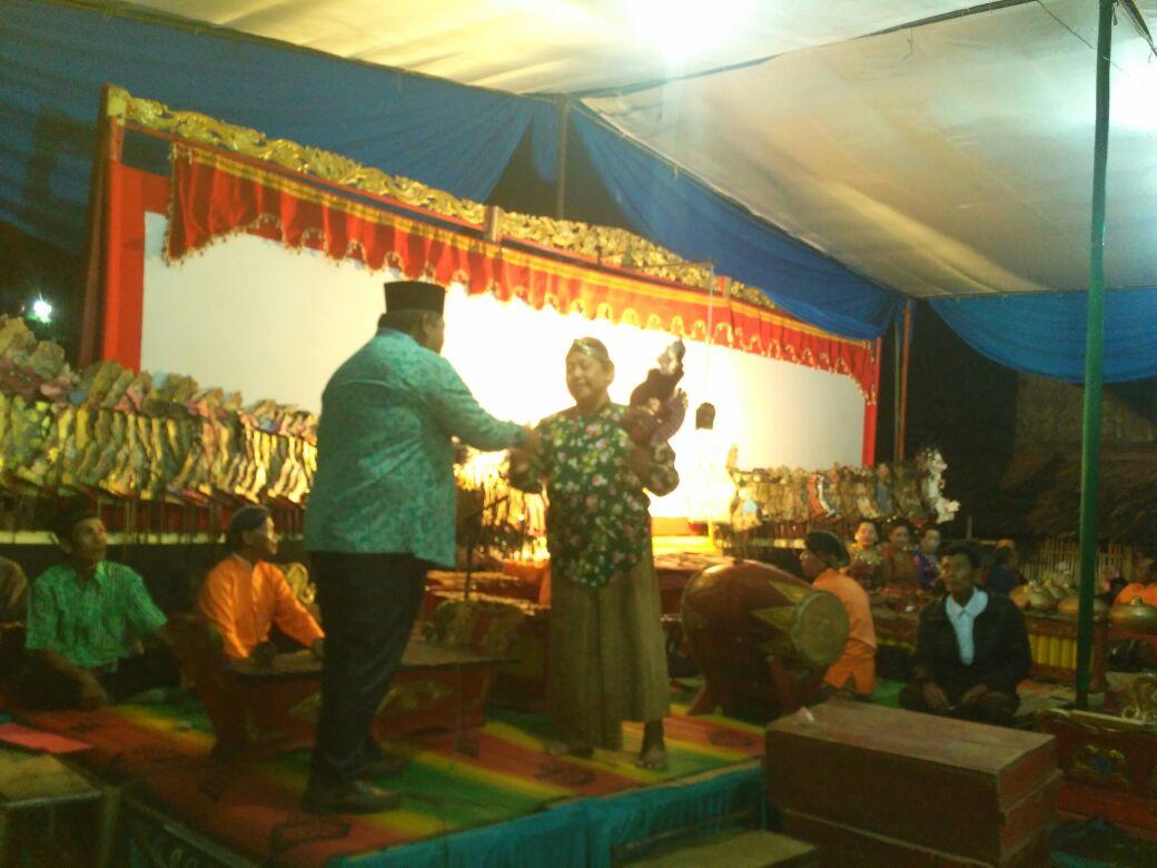 LAMPUNG POST | Peringati 1 Muharam, Bumiarum Gelar Pertunjukan Wayang Kulit