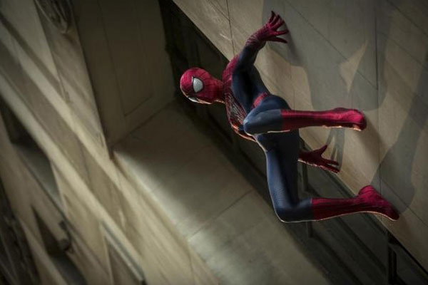 LAMPUNG POST | Spiderman Jatuh