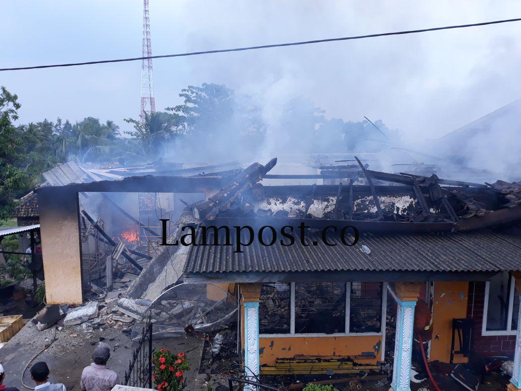 Diduga Korsleting Listrik, Rumah Warga Desa Kekiling Terbakar