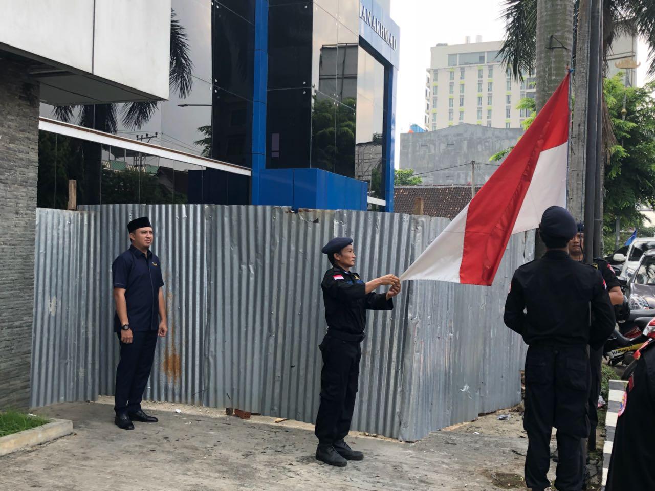 NasDem Kibarkan Bendera Setengah Tiang, Kutuk Terorisme dan Radikalisme