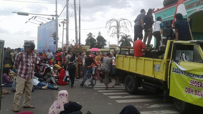 LAMPUNG POST | Polisi Telusuri Operator Demo Guru dan RT