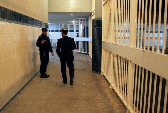 LAMPUNG POST | Napi di Penjara Prancis Kembali Serang Sipir