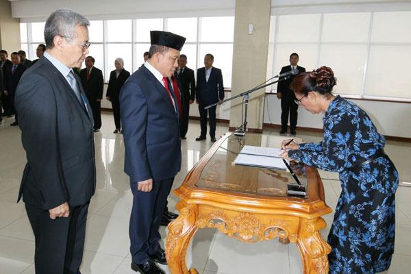 LAMPUNG POST | Menteri Susi Lantik Staf Ahli Bidang Eksosbud