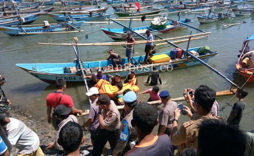 LAMPUNG POST | Korban Tenggelam di Laut Krui Akhirnya Ditemukan