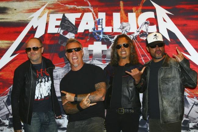 LAMPUNG POST |  Metallica Ingin Tampil di Luar Angkasa