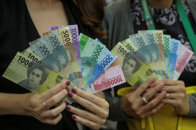 LAMPUNG POST | Rupiah Dibuka Melemah di Rp13.332/USD