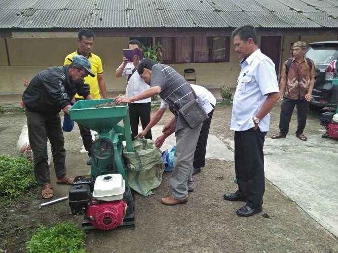 8 Kelompok Tani Kopi di Lambar Terima Bantuan Mesin UPH