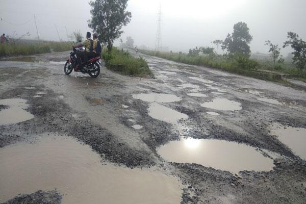 Akibat Proyek Tol, Jalan Sabahbalau Rusak Parah
