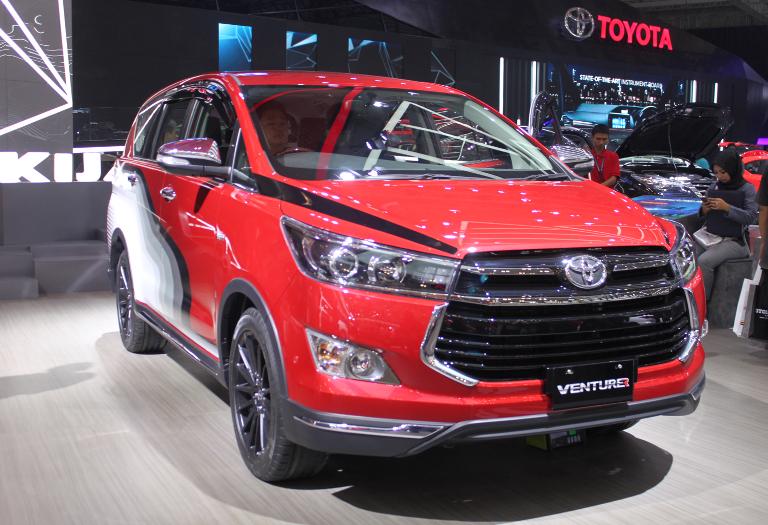 LAMPUNG POST | Toyota Segarkan Tampilan Kijang Innova