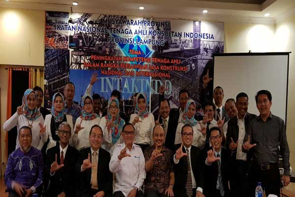 LAMPUNG POST | Komarul Hadi Pimpin Intakindo Lampung