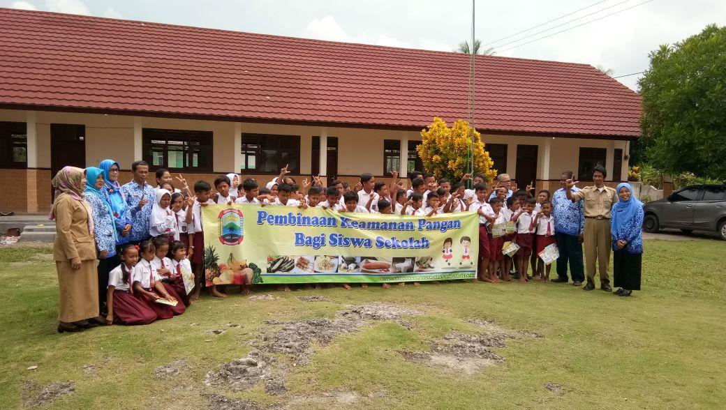 LAMPUNG POST | Dinas Ketahanan Pangan Lamsel Gelar Pembinaan Panganan Jajanan kepada Siswa Sekolah