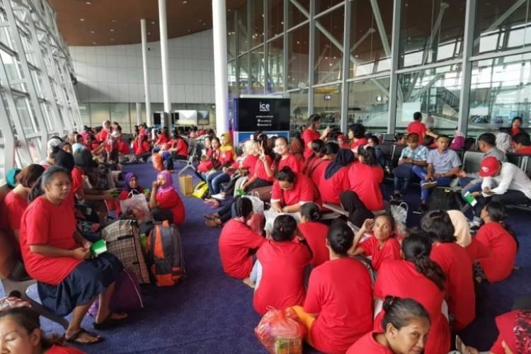 81 TKI Dideportasi Mandiri dari Malaysia