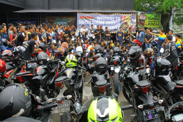 LAMPUNG POST | Komunitas Suzuki GSX Gelar Safety Riding Course