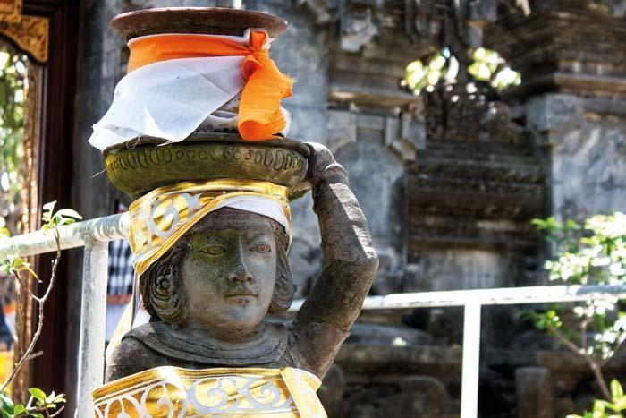 LAMPUNG POST   Liburan Berbeda di Bali, Jalan-Jalan ke Pura dan Candi Yuk