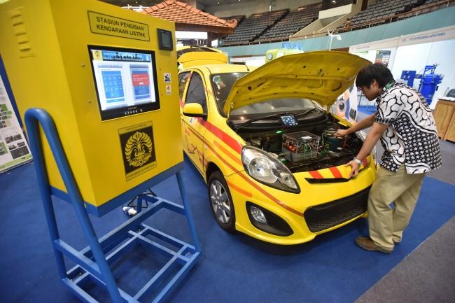 LAMPUNG POST   Mobil Diesel dan Bensin Bakal Dilarang di Tiongkok