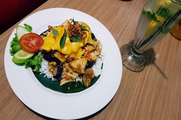 LAMPUNG POST | Spesial, Ayam Nyelekit with Mozzarella