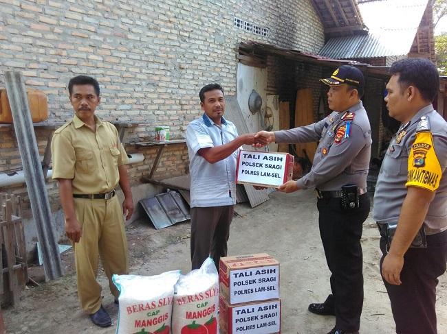 Polsek Sragi Beri Bantuan Korban Rumah Tertimpa Pohon Tumbang