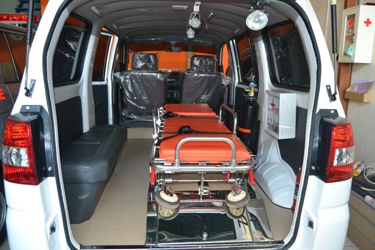 LAMPUNG POST | RS DKT Terima Hibah Ambulans VIP