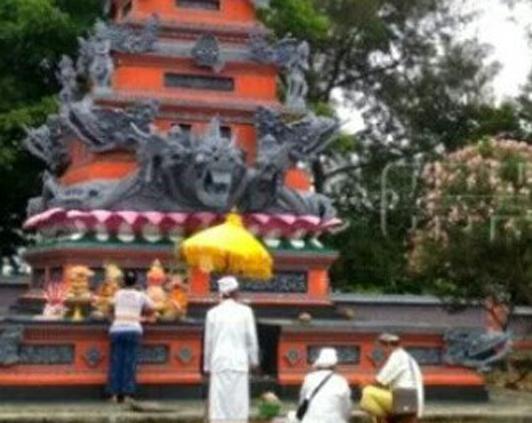 Zainudin Resmikan Gedung Wantilan Pura Segara Batuputih