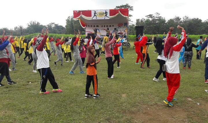 KPU Tubaba Rayu Masyarakat Agar Tidak Golput dengan Menggelar Senam Sehat dan Bagi-bagi Hadiah