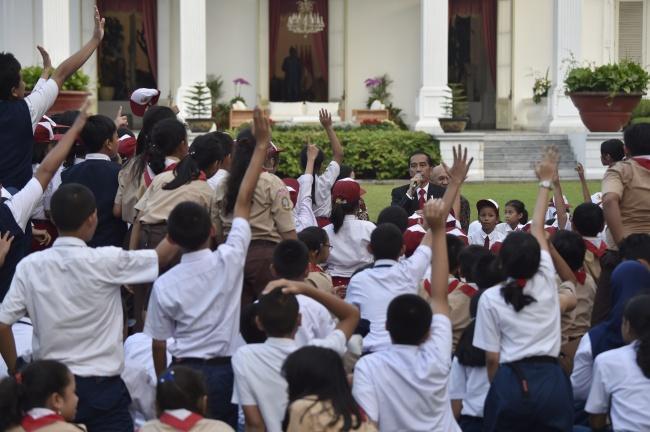 LAMPUNG POST | Ternyata, Jokowi Kecil Hobi Baca Gundala Putra Petir dan Petruk-Gareng