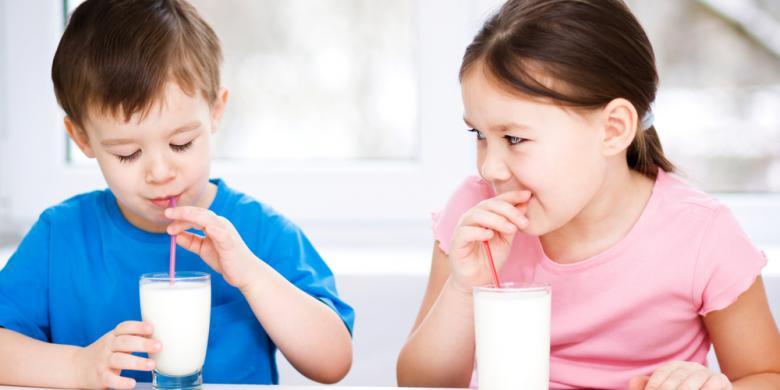 LAMPUNG POST | Hindarkan Anak Minum Susu Berlebih