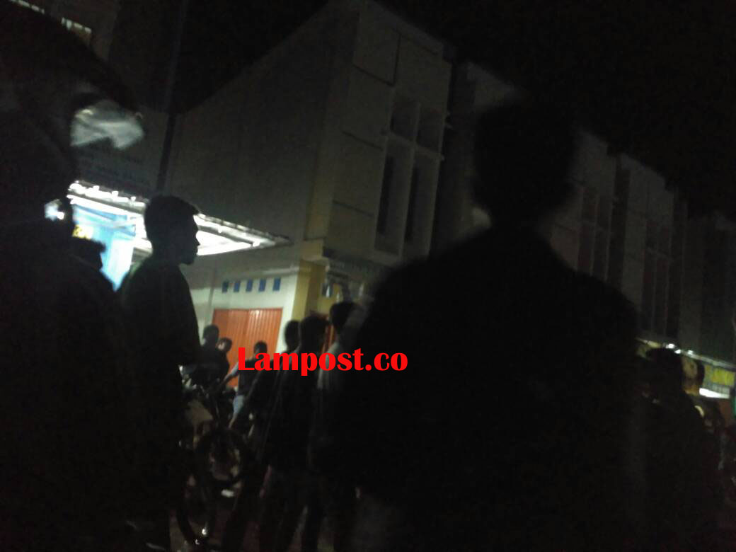 LAMPUNG POST | Dipicu Status di Media Sosial, Ratusan Massa  Emosi dan Datangi Kelurahan Mulyaasri