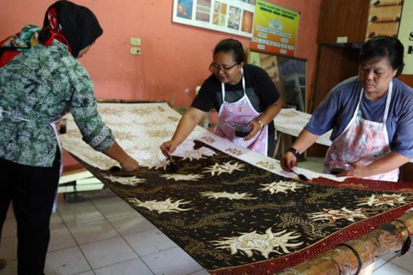 LAMPUNG POST | Bangga Memakai Batik