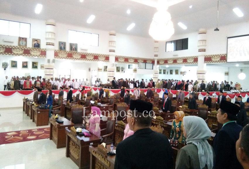 LAMPUNG POST | Sepi, Cuma 36 Anggota DPRD Kota Hadiri Sidang Paripurna Istimewa