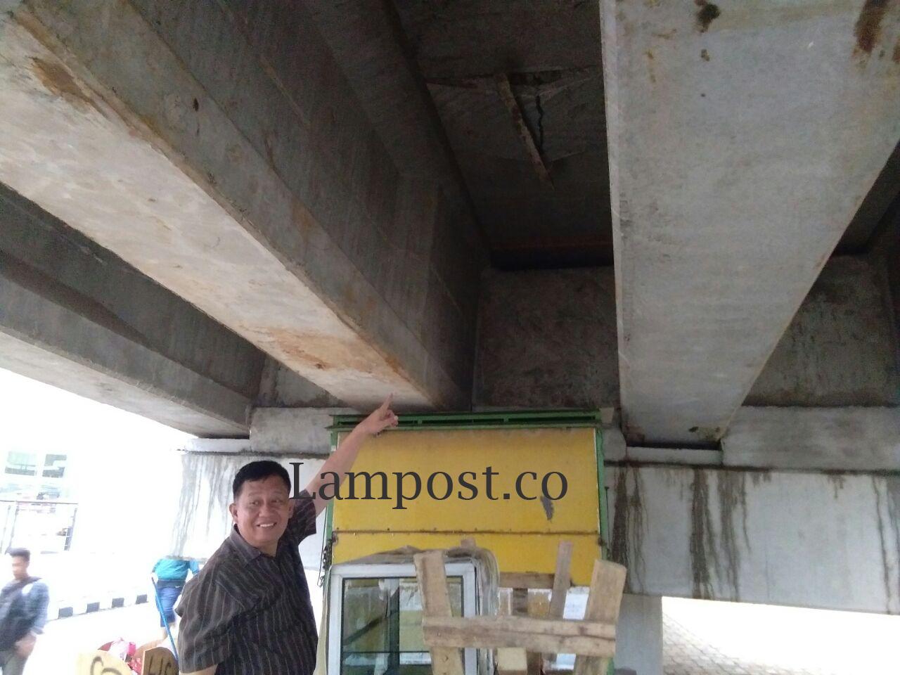 Plt. Wali Kota Cek Flyover Pramuka yang Retak
