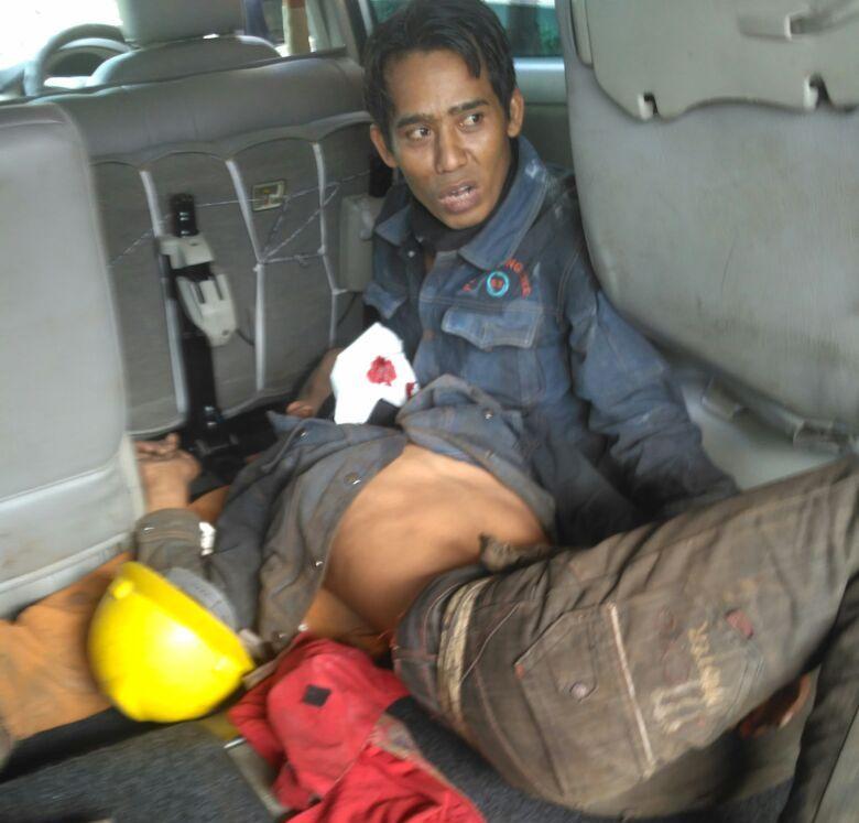 LAMPUNG POST | Tungku Pelebur Besi Meledak, Pekerja Dilarikan ke Rumah Sakit