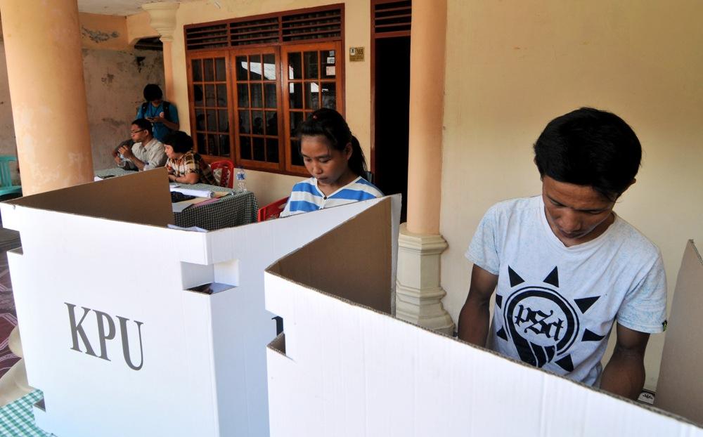 LAMPUNG POST | Massa Swing Voter Jadi Rebutan Balonkada