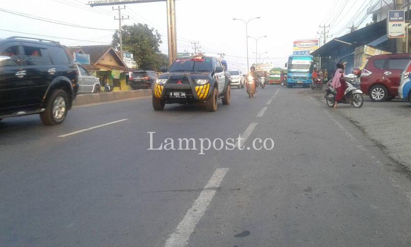 LAMPUNG POST | Terminal Bayangan di Bundaran Rajabasa Biang Kemacetan
