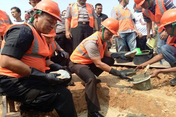 LAMPUNG POST | Polda dan Pemkab Lampung Tengah Bangun Mako Brimob di Anaktuha