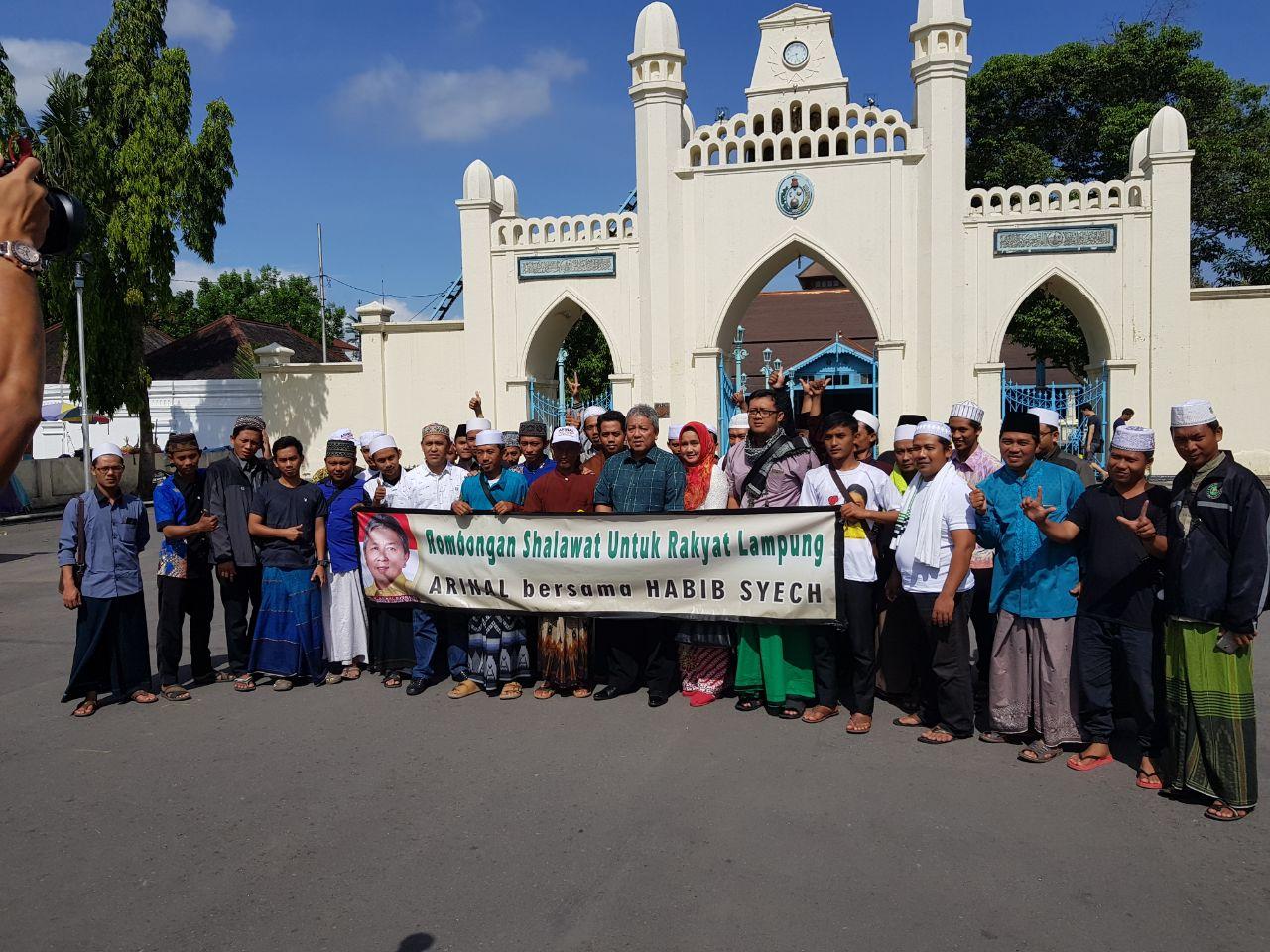 LAMPUNG POST | Rombongan Arinal Djunadi Sambangi Pondok Pesantren Habib Syech