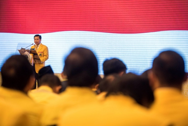 LAMPUNG POST   Golkar Bersikukuh Pertahankan Jabatan Setya Novanto