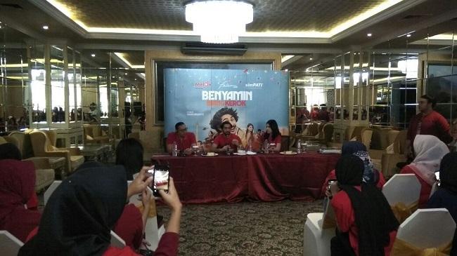 LAMPUNG POST   Telkomsel Gelar Meet and Greet Artis Film Benyamin Biang Kerok